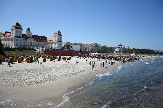 Ostseebad Binz, ألمانيا: Kurhaus Binz und der Strand