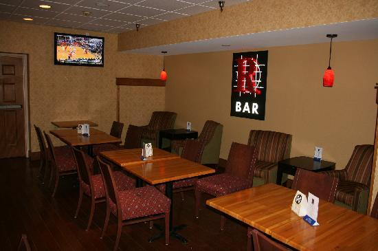 Baymont Inn & Suites Jefferson City: R Bar