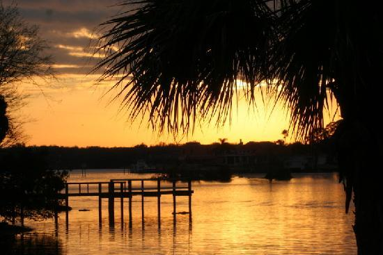 Crystal Manatee Extended Stay Suites: Sunset at the Kings Bay Dock
