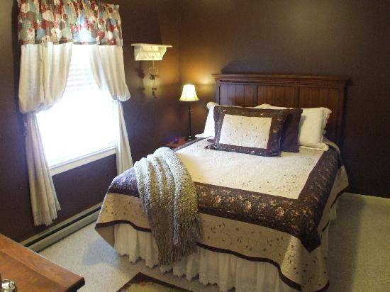 Little Main Street Inn: A Bedroom in the 2 br suite