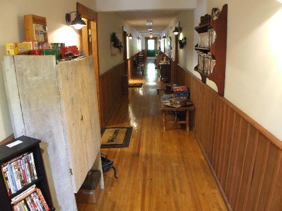 Little Main Street Inn - Hallway
