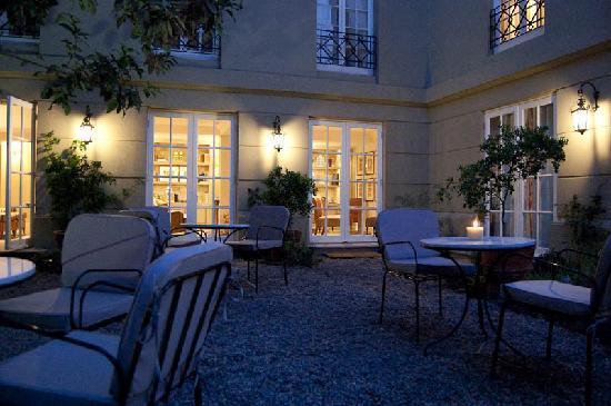 Le Reve Hotel Boutique: inner garden