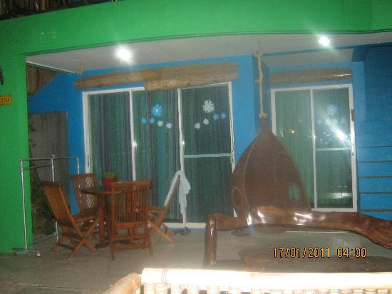 Blue Waves Beach House: our room quiet at night unlike in station 2 so noisy