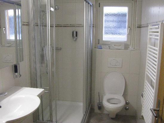 Hotel Excelsior : nice, big bathroom