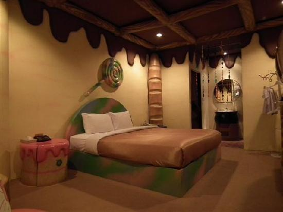 The Adventure Hotel: Bread & Butter Room