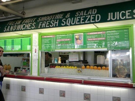Waikiki Fruits & Foods: Fruit stand
