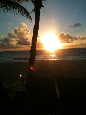 Catalonia Royal Tulum: sunrise over the sea