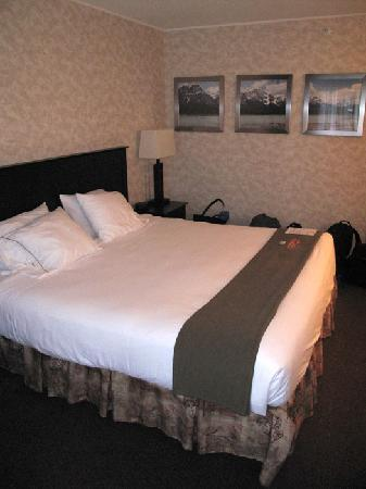 Holiday Inn Express - Kamloops: Bed