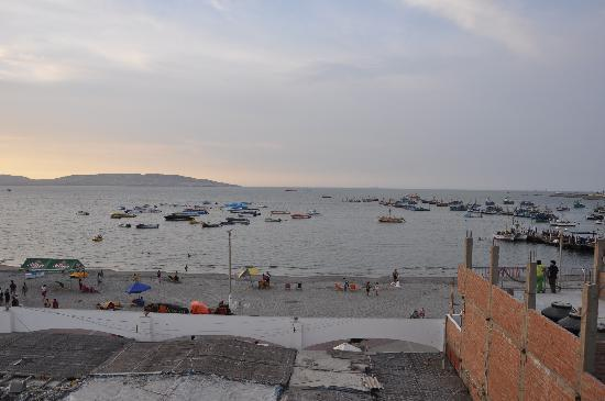 Hostel Santa Maria: Ocean view from rooftop patio