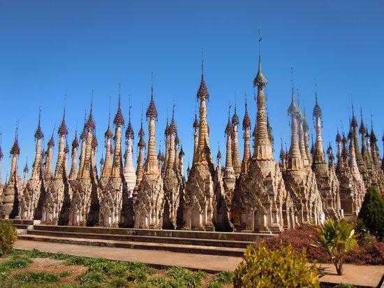 Taunggyi, ميانمار: Pagoda field at Kakku