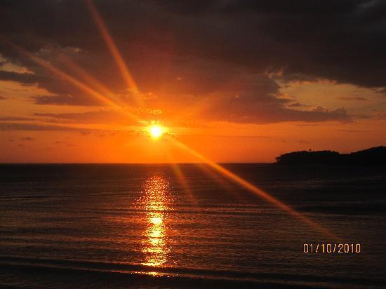 Shangri-La's Fijian Resort & Spa: A gorgeous sunset <3
