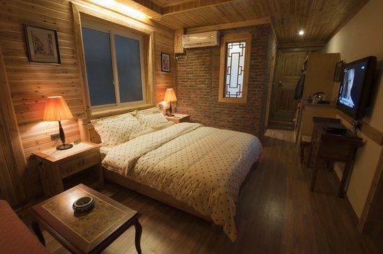 Rosewood Inn: hotel room