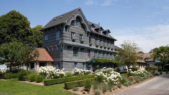 La Ferme Saint Simeon - Relais et Chateaux: Bâtiment principal