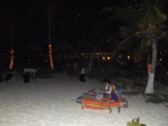 Las Ranitas Eco-boutique Hotel: Chillin at night