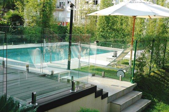 Hotel Le Canberra: La piscine de l'Hôtel Le Canberra à Cannes