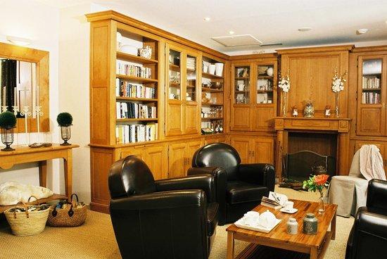 Hotel de l'Horloge : Library room