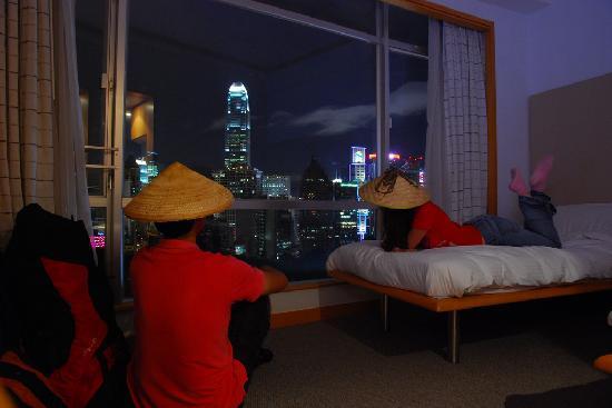 Garden View Hong Kong : Room view at night