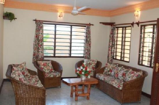 Tausi Holiday Villas: living area
