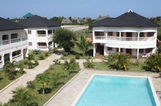 Tausi Holiday Villas: garden, outside view of the villas