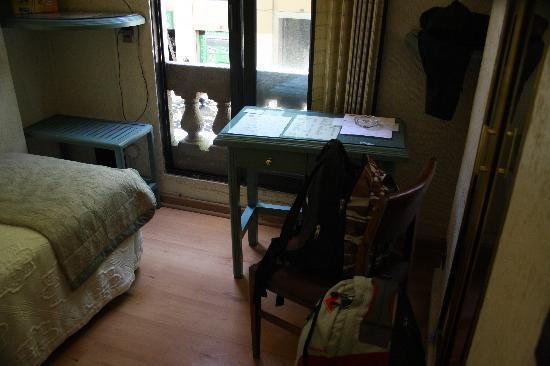 Riviera Hotel: Room table