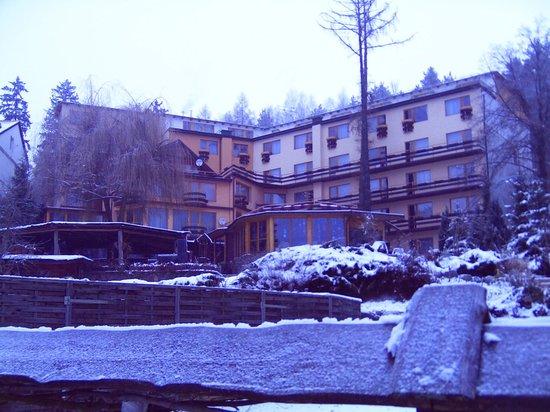Mragowo, Pologne : Hotelansicht von der Seeseite