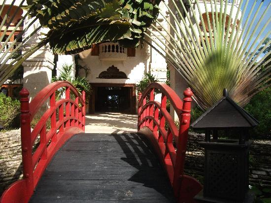The Palace at Playa Grande: Entrance