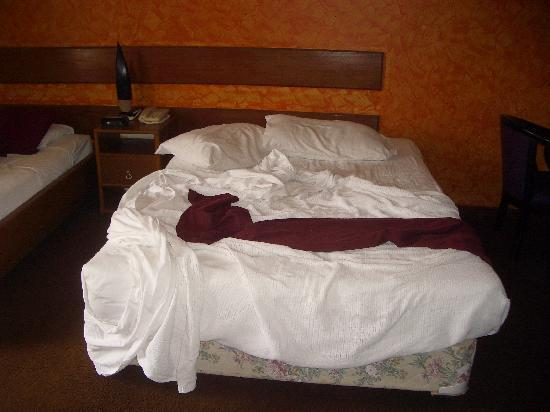 Hotel Olympic: The bed