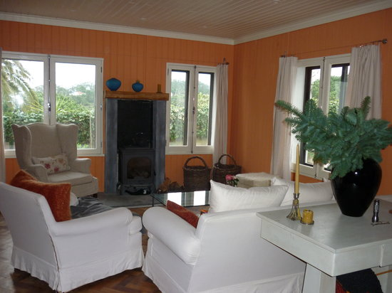 Quinta Colina Flora: common area with wood stove