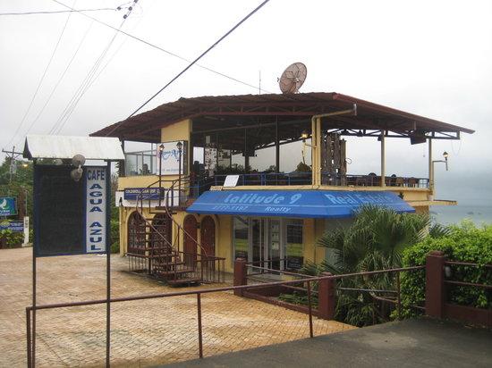 Cafe Agua Azul: Outside look of Cafe Aqua Azul during the Rainy Season