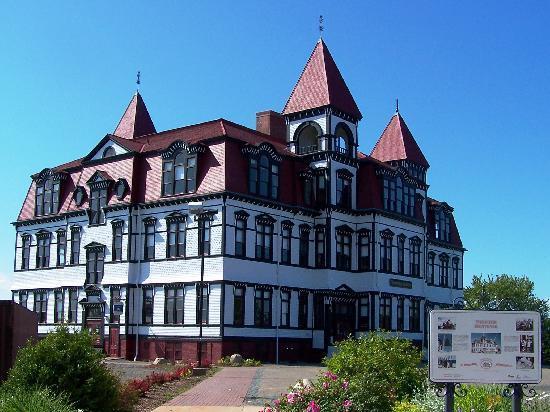 ลือเนนบูร์ก, แคนาดา: Lunenburg Academy