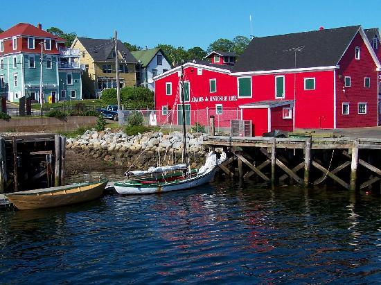 Lunenburg, Canada : Adams & Knickle