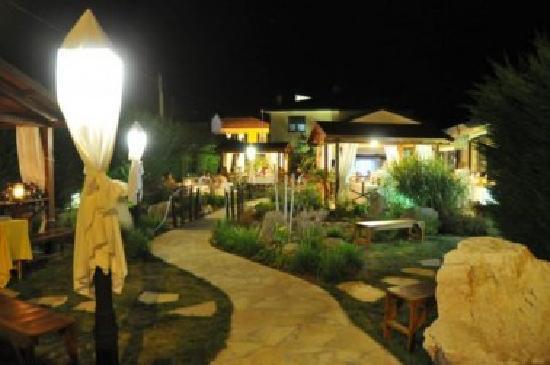 Porto Tolle, Italie : giardino in notturna