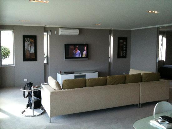 Sacred Waters Taupo Luxury Apartments: Living room of our lakefront room