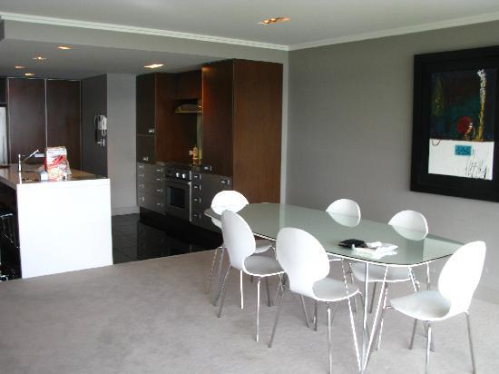 Sacred Waters Taupo Luxury Apartments : Dining room and kitchenette