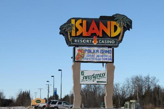 Island Resort & Casino: Outside