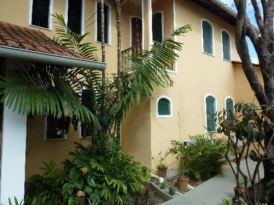 Chez Les Rois Guesthouse: Pousada and Landscapping