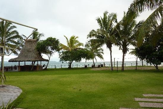 Uprising Beach Resort: restaurant view