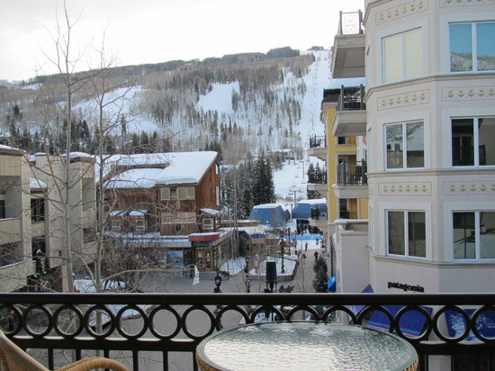 Lift House Lodge: View of the gondola from our room.