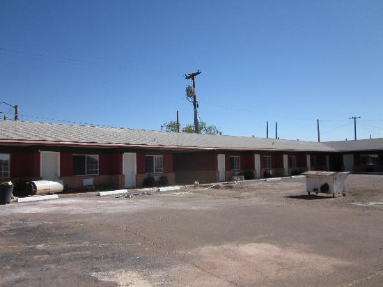 Globetrotter Lodge: thats the parking place in front of the motel