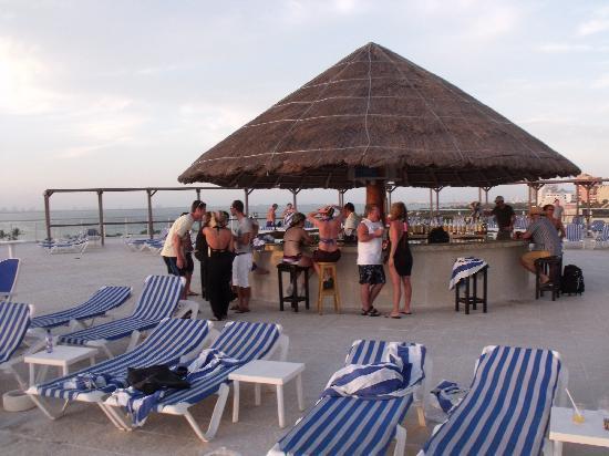 Bar de la piscine 18 et plus picture of family resort for Bar la piscine paris 18