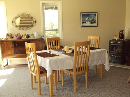 Inn Heaven Bed and Breakfast: Private dining area for guests