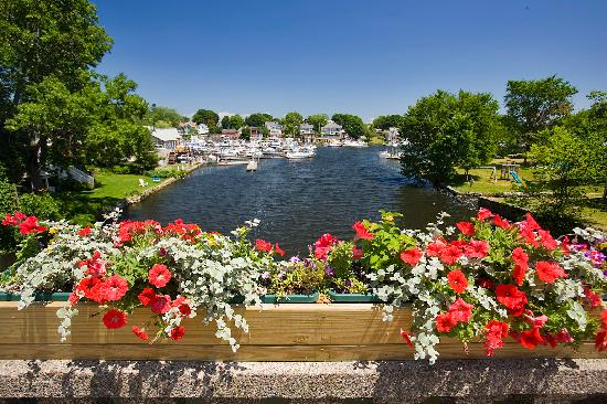 Warwick, RI: Bridge in Pawtuxet Village