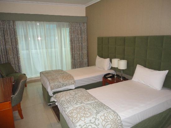 Al Salam Hotel Suites: One of the bedrooms.
