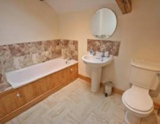 Tarset Holiday Cottages: Stable Bathroom