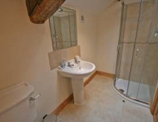 Tarset Holiday Cottages: Stable Shower-room