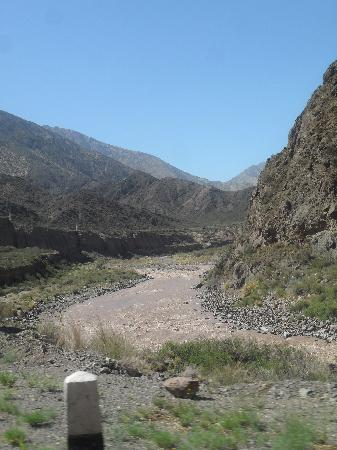 Potrerillos, อาร์เจนตินา: Un poco mas arriba en la montaña, unos rapidos. Upper in the mountain...the rapids