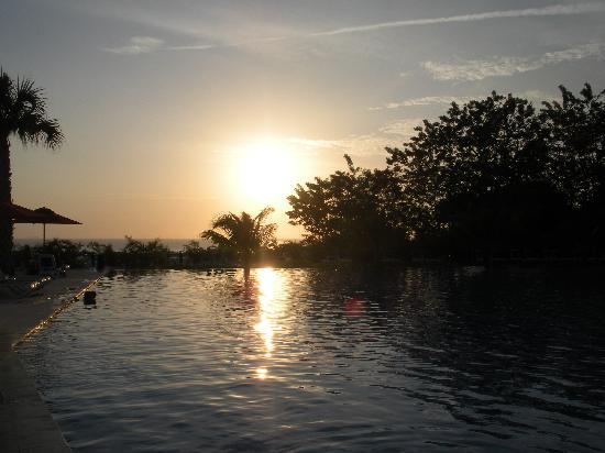 Decameron Baru: Pool #2 at sunset