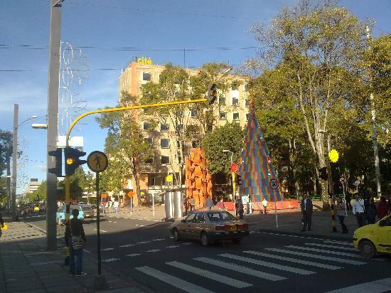 Cite Hotel: Vista del hotel desde el Parque El Virrey