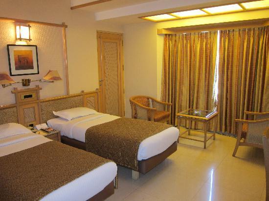 FabHotel Shivajinagar: Executive room (1)