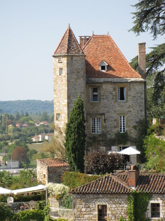 Hotel Bellevue: house in Puy-l'Eveque
